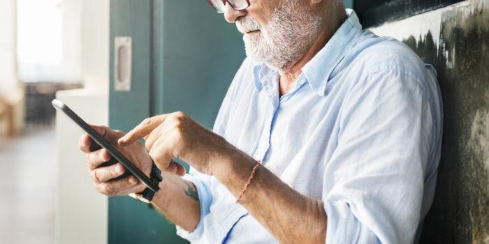 Popular Smartphone Plans For Seniors